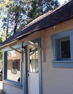 Cabin/ Upright Piano & Writer's Retreat - Crestline - Stuga