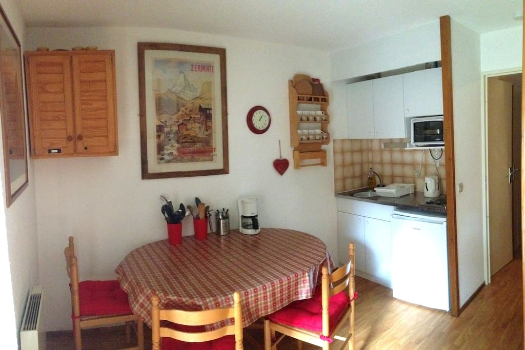 Kitchen/Diner with fridge, oven/grill, filter coffee machine, kettle.