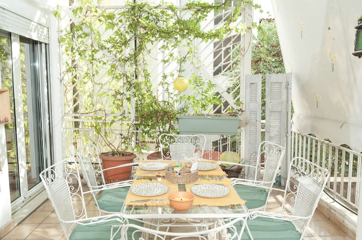 Central Athens Luxury Apartment (3MIN from Metro)
