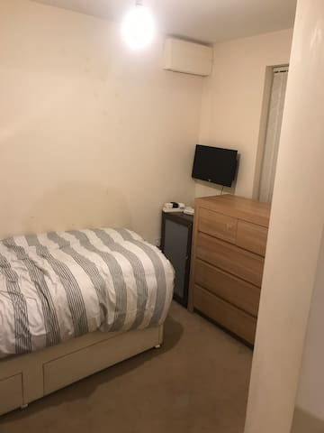 1 Room available for temporary let.