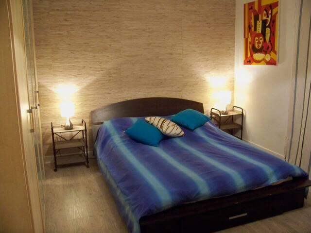 1 Chambre et  un lit  tiroir deux  places enfants