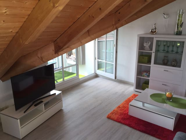 Kunos komfortable Dachferienwohnung - Memmingen - Apartment