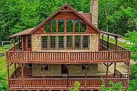 Gorgeous Cabin With Amazing Views of the Smokies