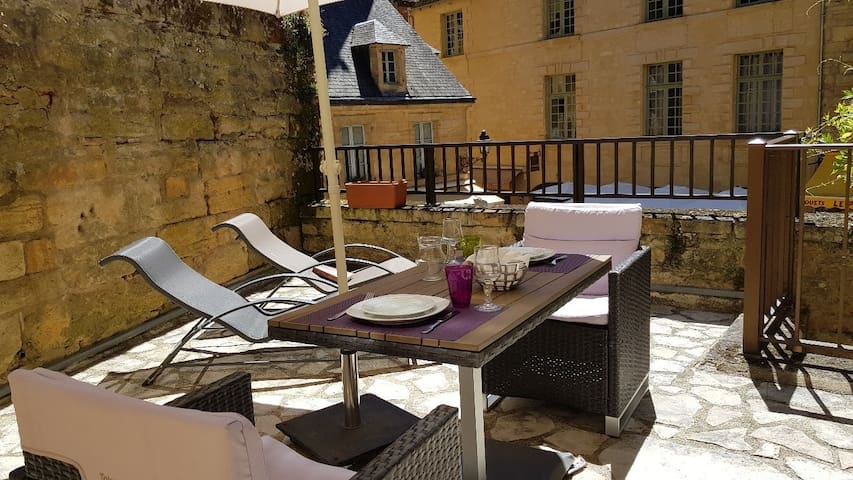 Appart + terrasse Sarlat centre
