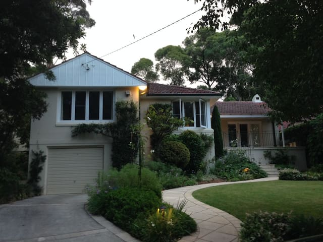 Family home in quiet leafy suburb - Saint Ives