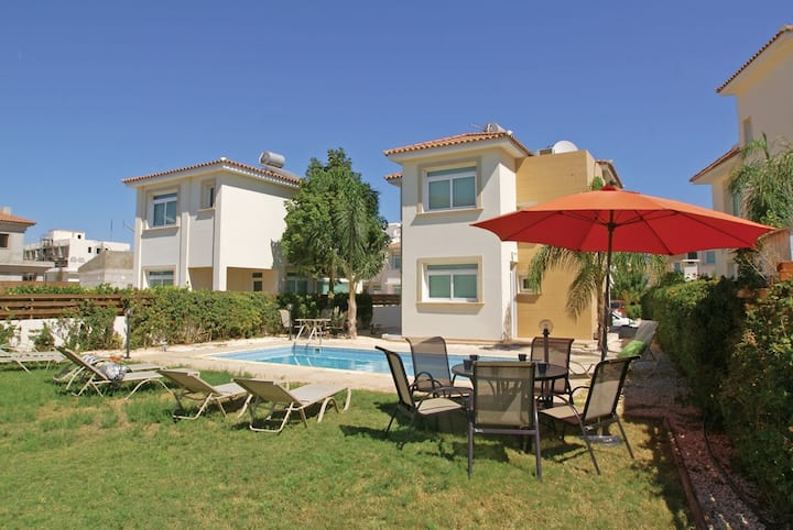 Protaras center villa Maria-sunny family villa