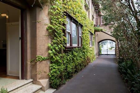 Stylish Deco Apt, Super Location on Marine Parade - Saint Kilda - Appartamento