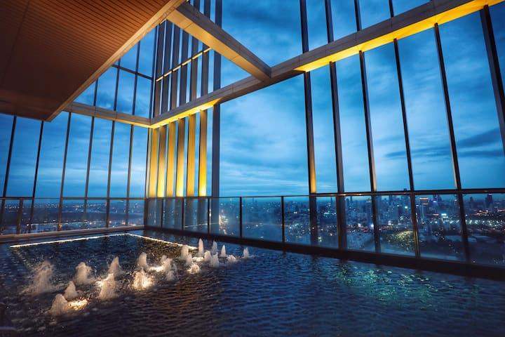 50楼泳池 曼谷市中心 EM商场 BTS Phrom Phong 素坤逸核心 花园景
