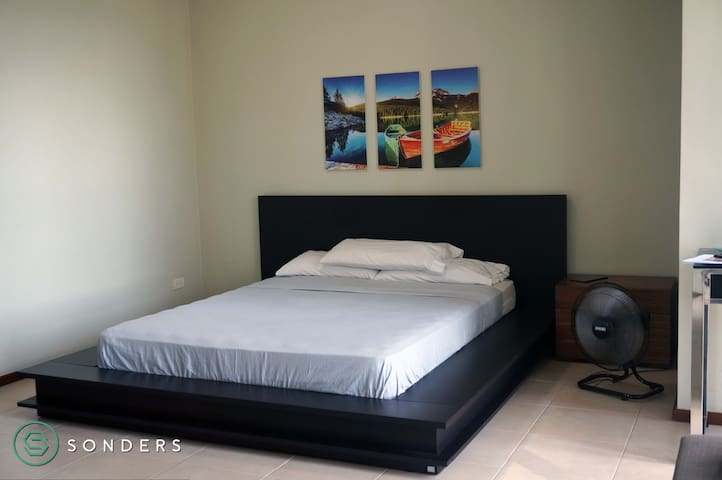 Modest Studio Unit at Serendra Encino,BGC,Taguig