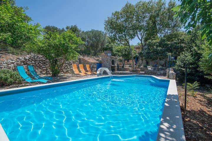 Boris -kuća za odmor sa bazenom