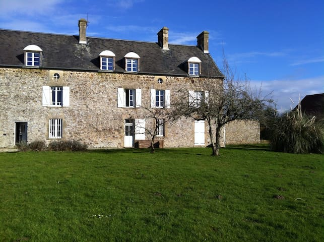 Normandy Farm House near the sea - Montgardon - Huis
