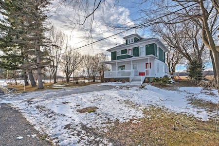 3BR Quebec House on Beautiful Plot of Land! - Noyan