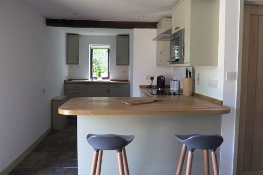 Fully fitted kitchen with dishwasher, fridge, fan oven and microwave