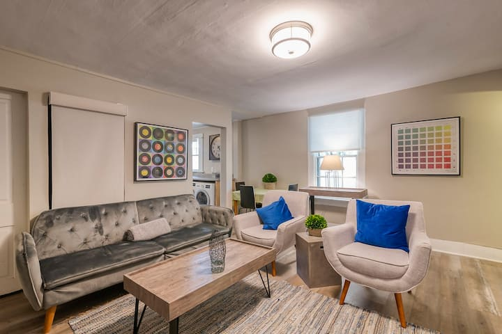 Great 2-bedroom w/ Easy Walk to Downtown (A)!