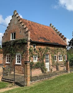 The Dolls House - stunningly romantic escapism