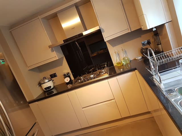 Ground Floor Double Room - Close to Heathrow - Hounslow - Dom