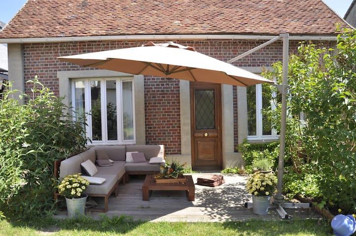 Maison d'amis avec terrasse