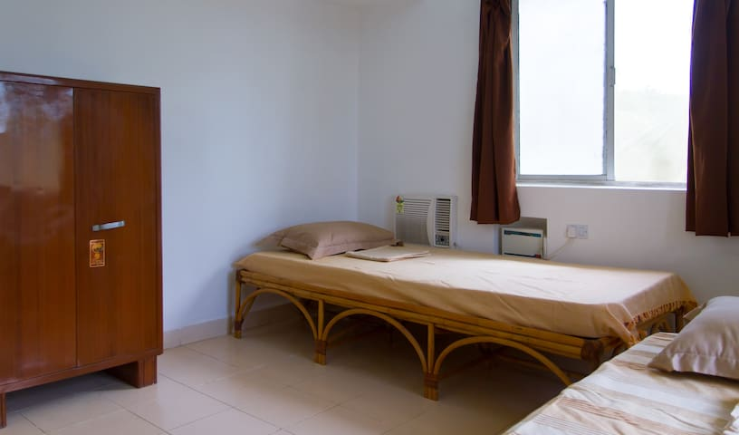 Guest room (2 beds) off Panjim, Goa - Caranzalem
