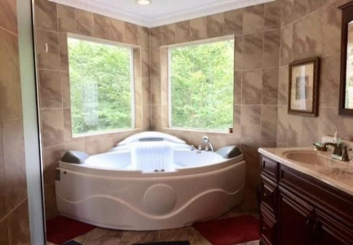 Entire Home with Jacuzzi and View of Pure Nature