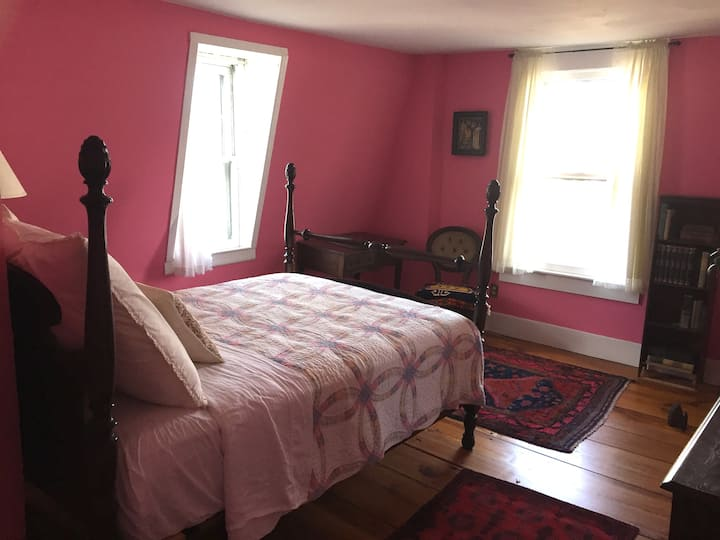 Cherry St. Historic Home - Pink Rm