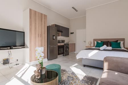 Bobo's Greenlee Lifestyle Studio Apartment