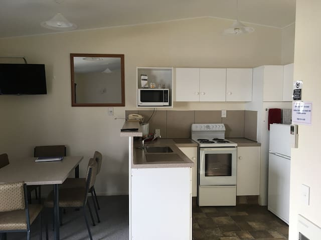 Thornton Lodge Motel - 1 Bedroom Family Unit