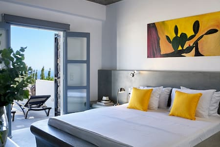 Sea-View Superior Suite with private pool - Pyrgos Kallistis