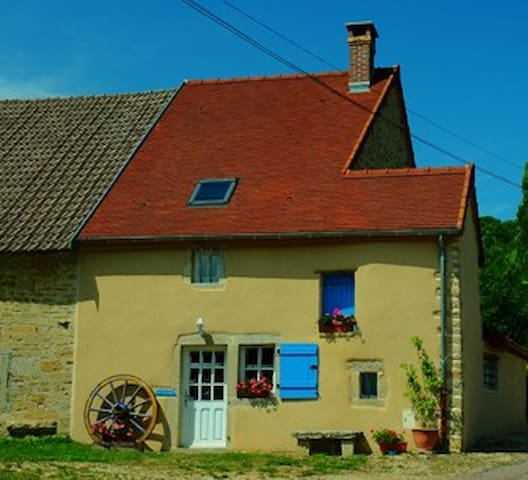 4 *  Listed Beautifully renovated farm cottage - Bellenot-sous-Pouilly - Casa