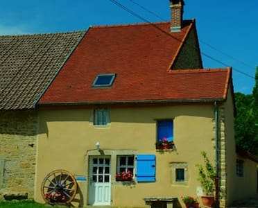 4 *  Listed Beautifully renovated farm cottage - Bellenot-sous-Pouilly - Hus