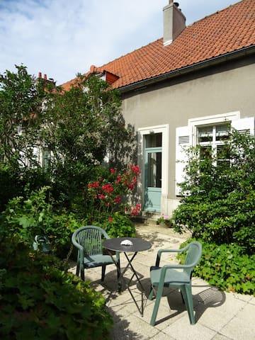 Accès indépendant, terrasse privé bien exposé Independant access and private terrace
