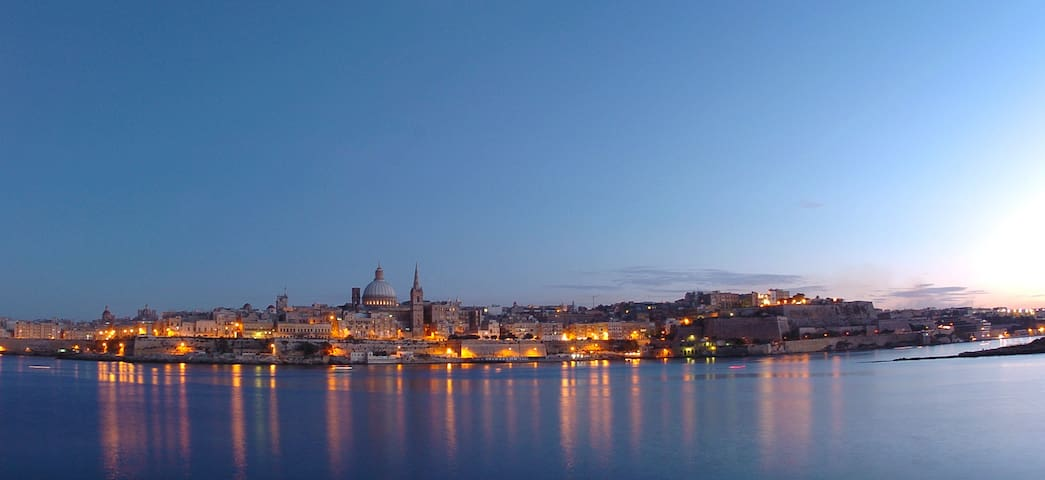 Planet Court 9 - Seaview overlooking Valletta - Tas-Sliema - Apartment