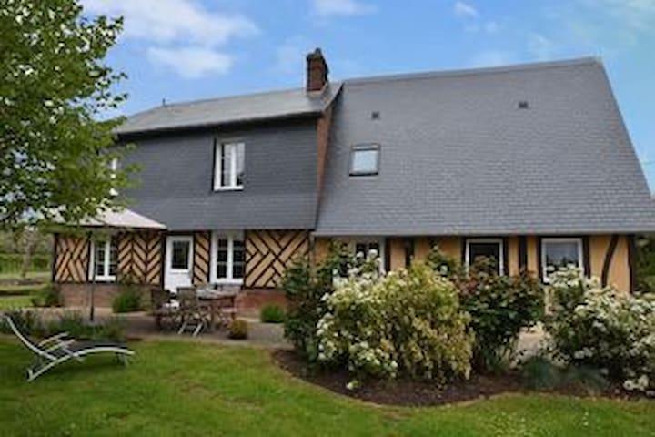 """""""La Calonnière"""" : a charming Normandie house"""