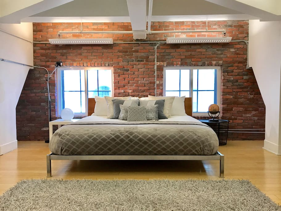 Luxury gaslamp loft huge modern and clean lofts for - Loft industriel san diego californie ...