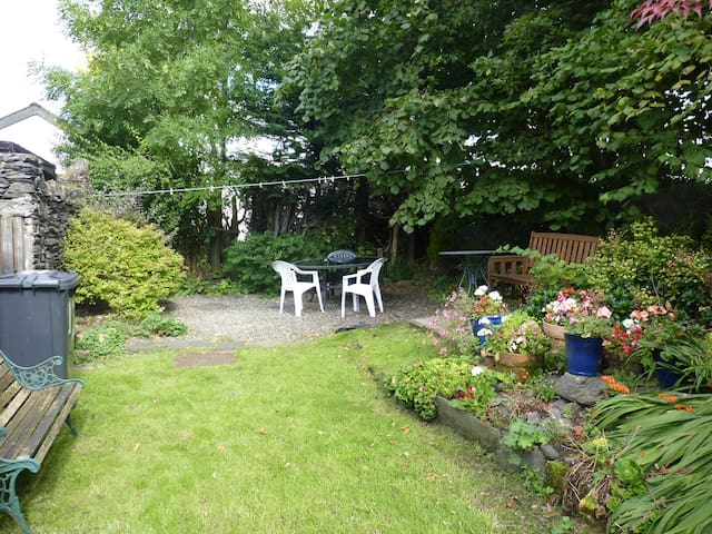 Garden area with bench and table