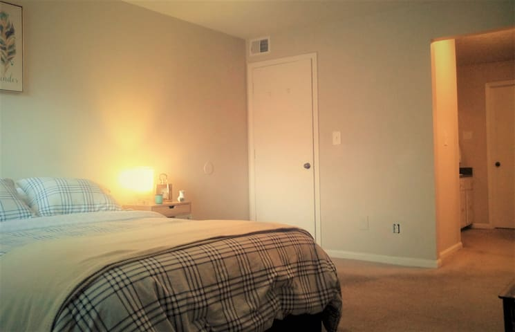 :) 3 room for 1 private DELUXE 100%Cotton/Netflix - Louisville - Leilighet