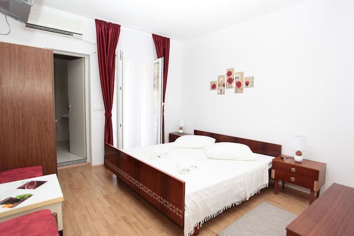 Bijeli Galeb ROOM 6 - Marina - Bed & Breakfast