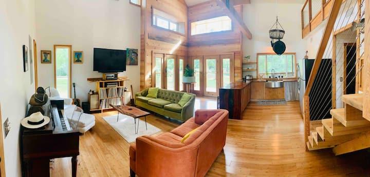Rocky House Lakeside Retreat