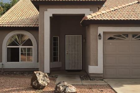 Homey - Glendale - Dům