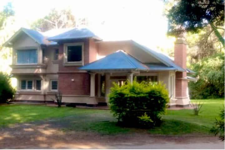 Casa soñada en pleno bosque de Carilo.