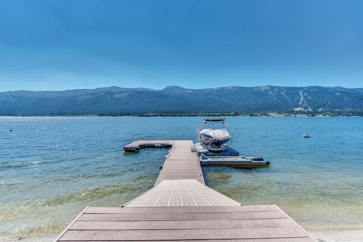 Spacious lakefront home w/private docks, beach, modern perks