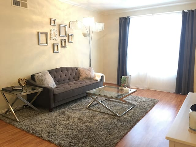 Cozy & Quiet Hollywood Apt in Hollywood w/ PARKING