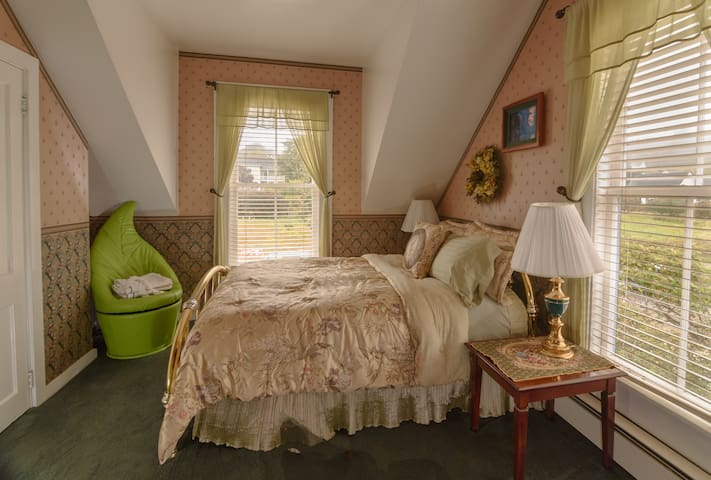 Enchanted Forest Room - Mendocino - Bed & Breakfast