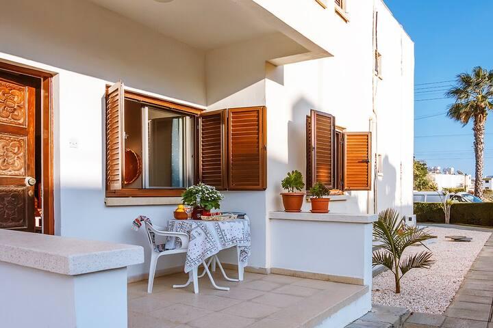"""Color Cyprus Ap.1bedroom """"Lefkara"""", 2 min from sea"""