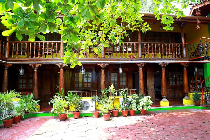 A Heritage Wood Mansion at the Heart Of Fort Kochi - Kochi - Heritage-Hotel (Indien)