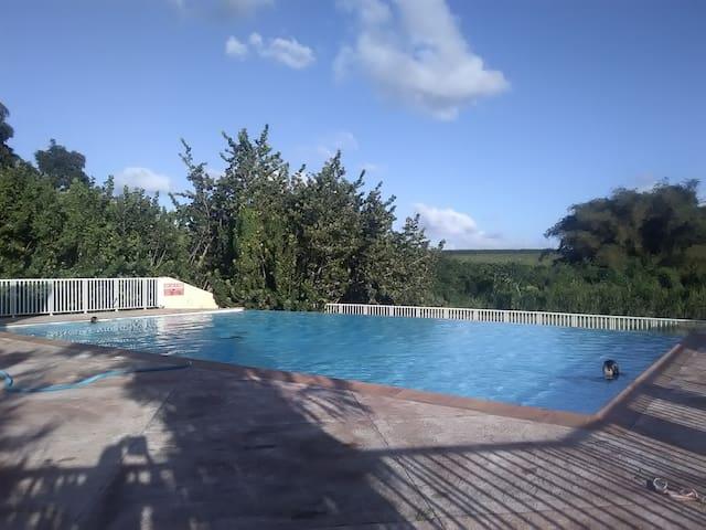 Duplex fonctionnel - Résidence privée avec piscine
