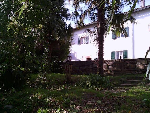 Maison indep  au Pays Basque avec jardin , rivière
