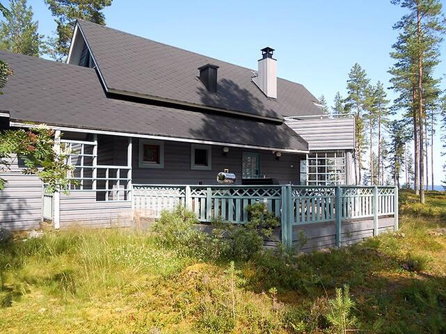 Loma-asunto upealla Oulujärven Ruununtörmällä