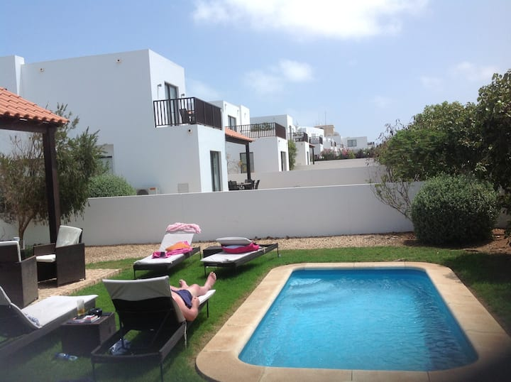 Large Sea view 3 bed/3 bath detached villa. Pool.