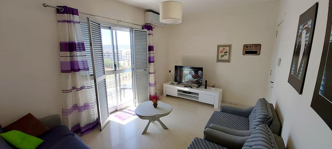 Lovely & Fully Equipped 2 Bedroom Flat by the Sea