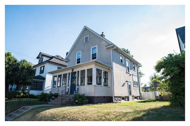 Early 1900's Home - Great Location! Blue Room